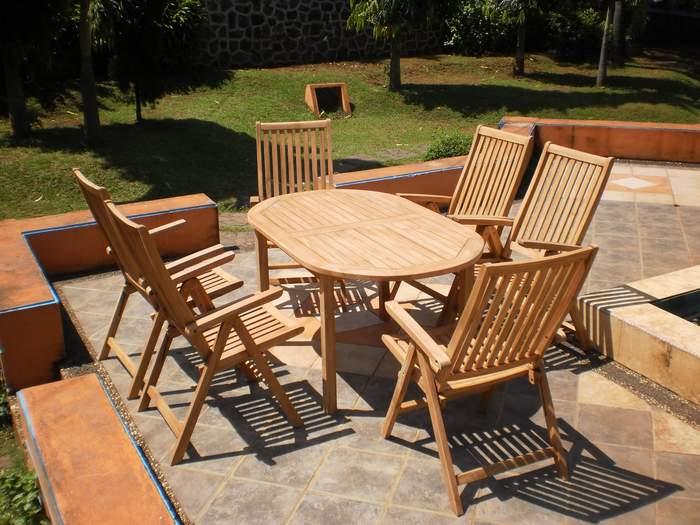 Conjunto de mesa y sillas teca