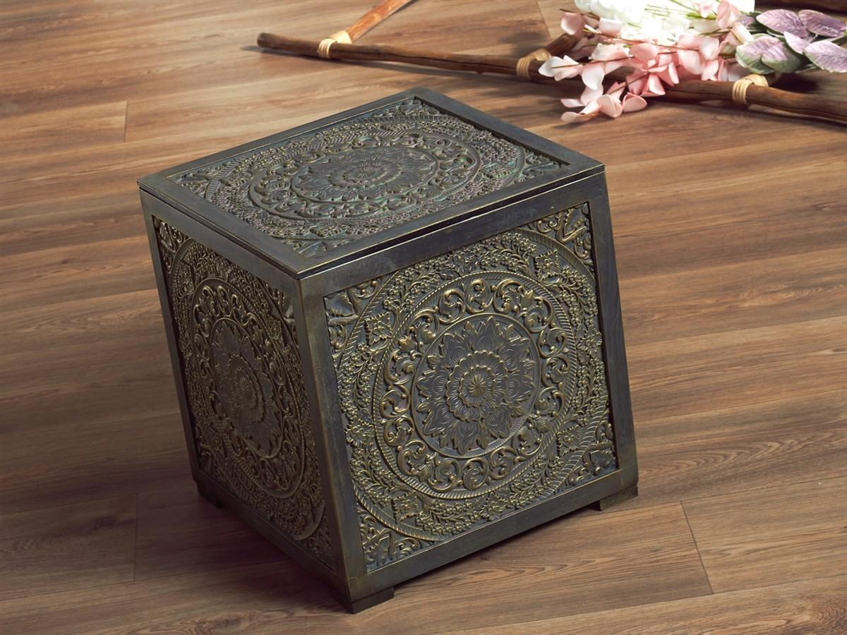 Baul pequeño hindu oriental oro viejo