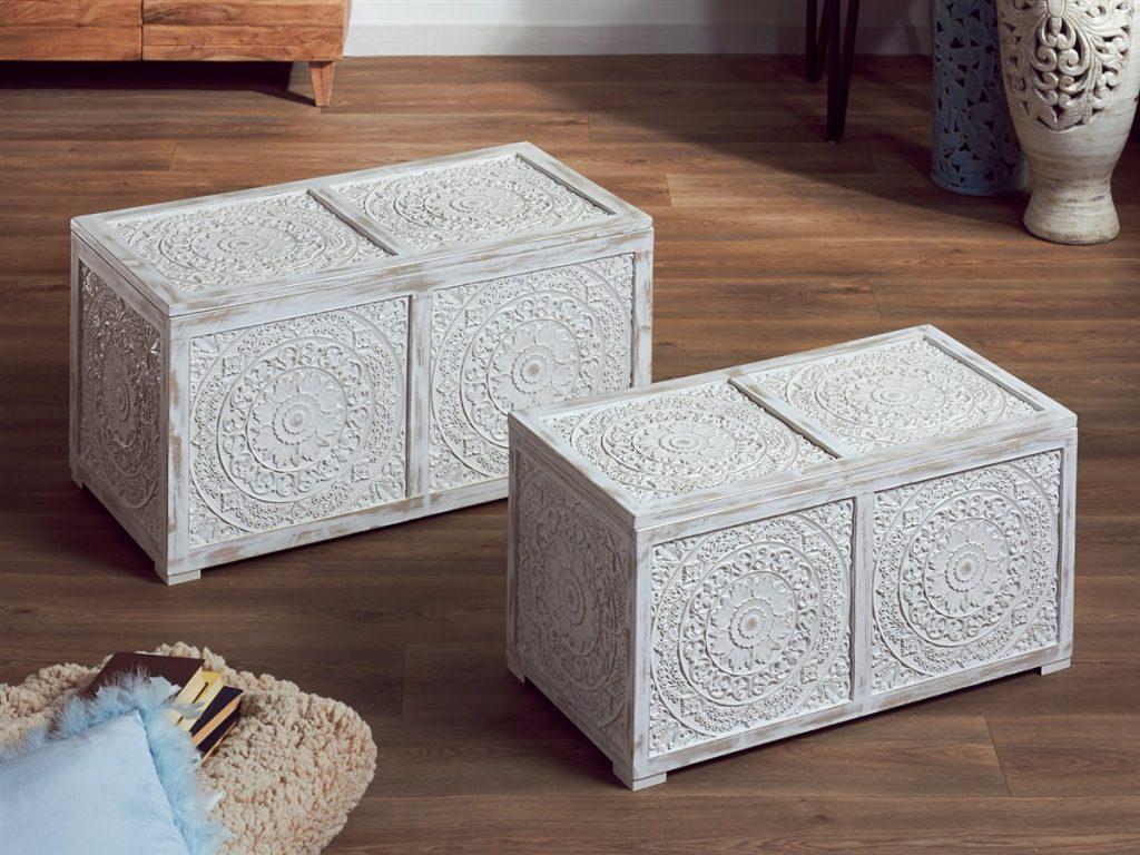 Baules blancos tallados orientales