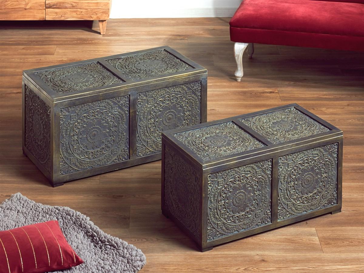 Baules tallados orientales en oro viejo