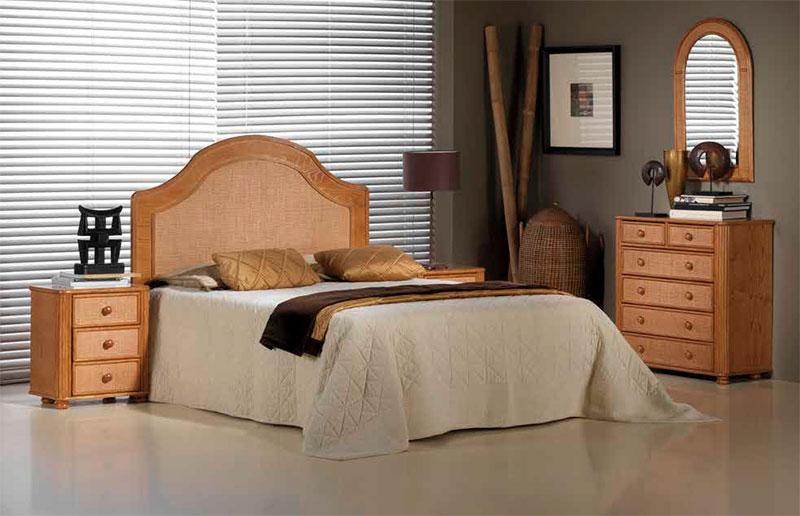Mesita dormitorio rattan